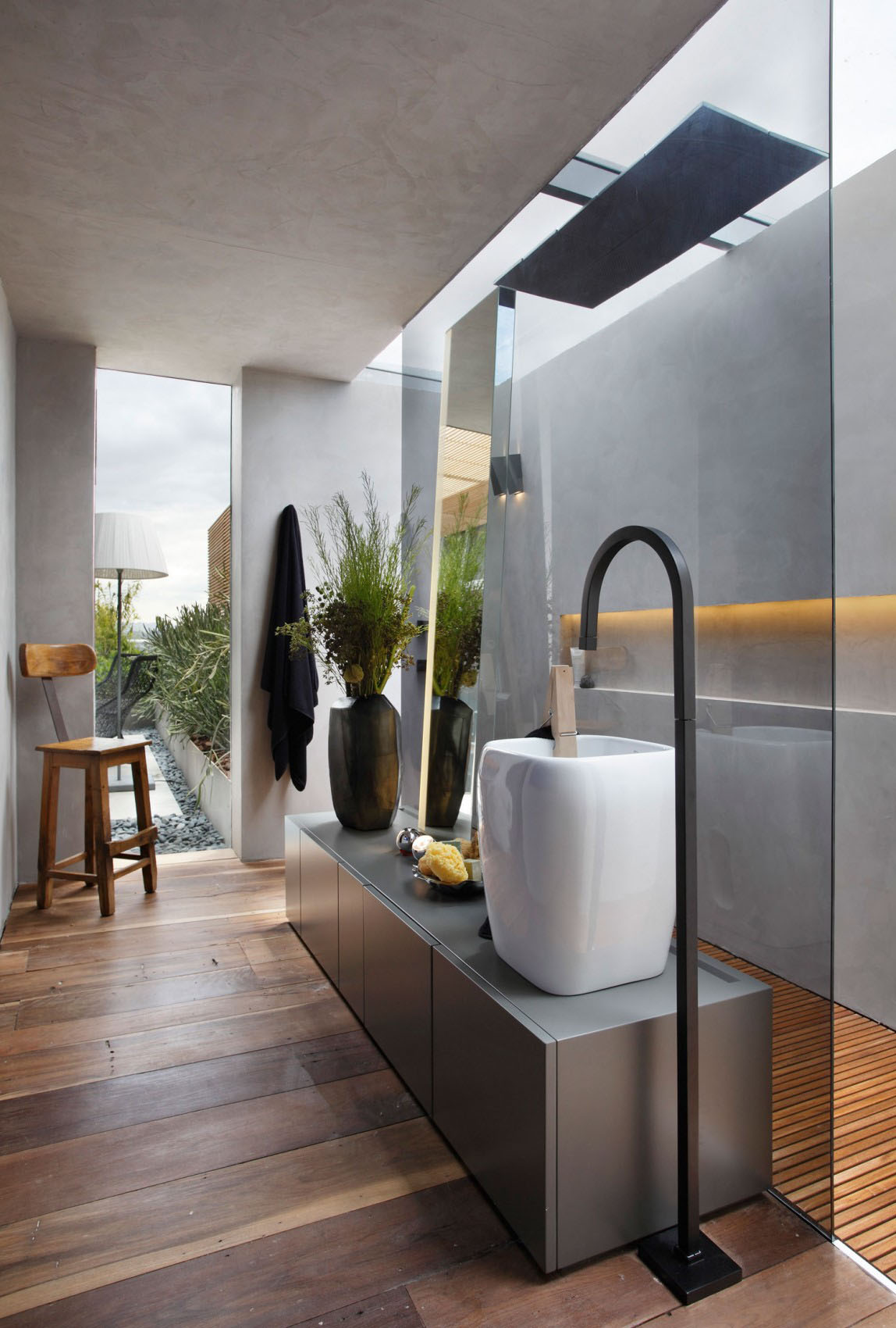 Baño En Ducha Asistido:Sophisticated Master Bathroom