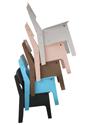 crisis stoelen gestapeld-t