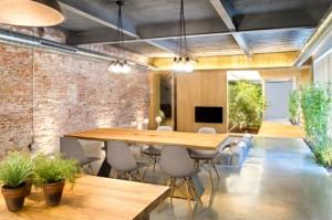 vista-de-la-zona-social-de-loft-industrial-en-terrasa